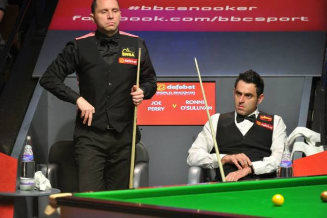Ronnie O'Sullivan fights back to beat Joe Perry in the World Championship second round.
