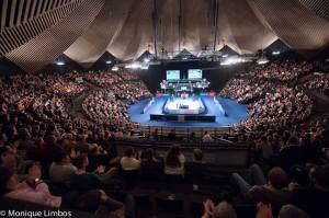 Jimmy White compared the Tempodrom to the legendary Goff's in the Eurosport studio on Saturday - photo courtesy of Monique Limbos.
