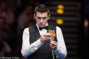 Selby collects £85,000 for his victory in the Far East - photo courtesy of Monique Limbos.