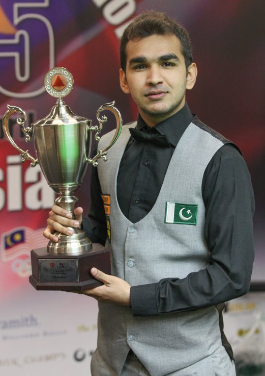 KUALA LUMPUR 30 APRIL 2015. Champion of the 31st Asian Snooker Championship 2015, Hamza Akbar of Pakistan at the prize giving ceremony of the 31st Asian Snooker Championship 2015 Finals after he beat Pankaj Advani of India with a score of 7-6 which was held at Viva Home Expo Hall. NSTP/Goh Thean Howe